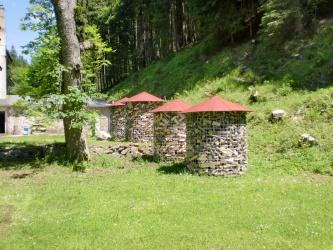 Velký dřevník 6m³ - střecha z hliníkového plechu - červená